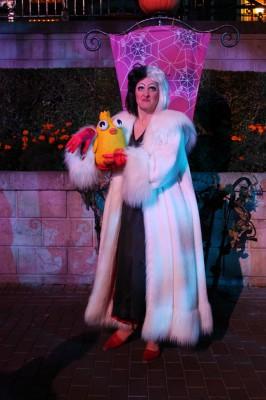 Ducky_Momo_2012_Halloween_05_Cruella_de_Vil