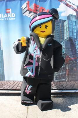 Ducky_Momo_2014_Legoland_01_Wyldstyle
